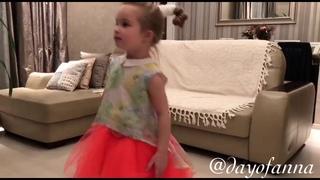 Танцы дома / Dancing at home