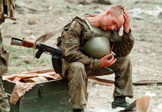 ВОРОБУШЕК Говорят мужчины не плачут. Неправда, плачут и плачут навзрыд. Через наш полк прошло много ребят. Многие получали ранения. Их увозили в госпиталь и с ними, может быть, когда нибудь и