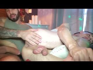 239. ROYAL MEN • Play Now
