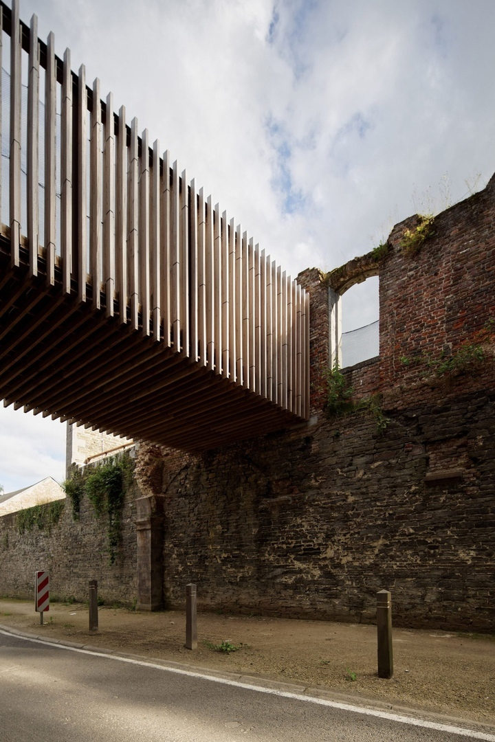 Elevated walkway and visitor centre added to 12th-century abbey ruins by Binario Architectes