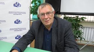 Писатель и поэт Олег Рябов на встрече с читателями