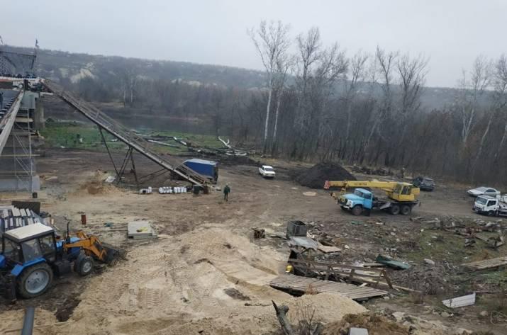 На новом мосту в Станице Луганской уже есть перила