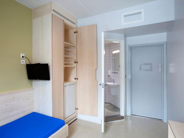 Хочу в тюрьму в Норвегии: райский уголок для заключенных Заключенные могут сами готовить еду, получать образование. Все это позволит им начать новую жизнь на свободе. Несмотря на критику такого