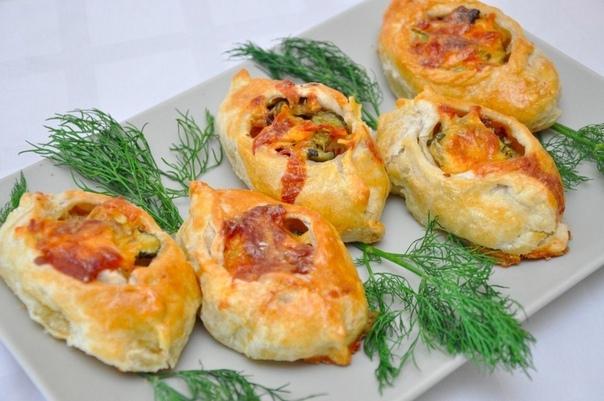 ГОРЯЧИЕ БУТЕРБРОДЫ Отличный вариант для завтрака ✔  Ингредиенты:  ●Сосиски — 3-4...