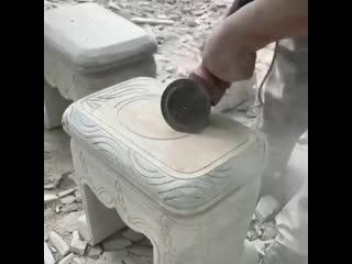 Мастерство этого мужика просто невообразимо! Не каждый сможет сделать такой шедевр из цельного камня.