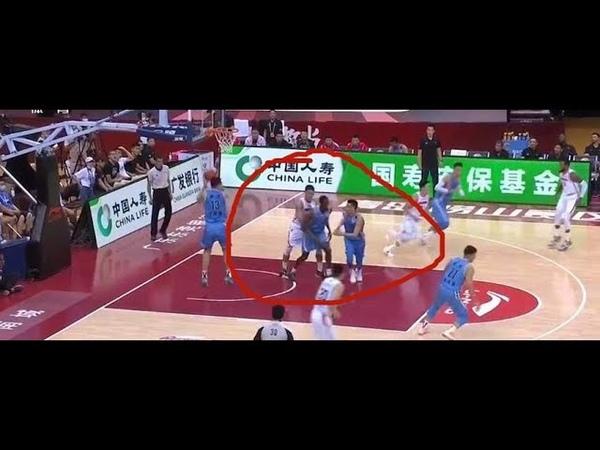 中国篮球CBA 曾繁日拼抢抓外援隐私部位 网友 保护球员拒绝职场性骚扰