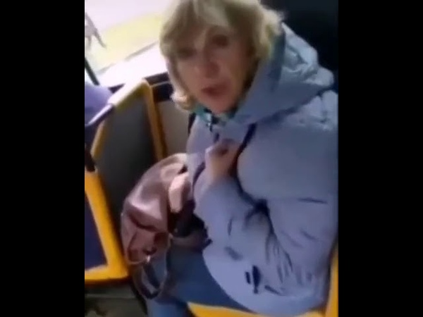 В Альметьевске женщина надела маску клоуна в общественном транспорте