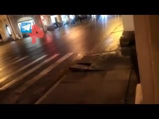 Пламя из-под земли напугало жителей Петербурга