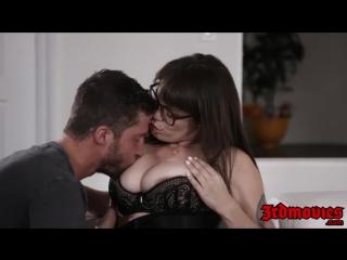 Очкастая мамашка соблазняет небритого мачо hardcore домашнее xxx секс porn sex милфа milf italian redtube порно