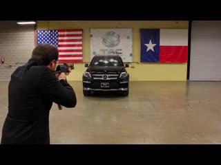 Испытание пуленепробиваемого лобового стекла Texas Armoring Corporation на машине Mercedes-Benz (2014) :