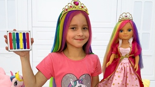 Sofia plays in toy Beauty Salon & Cute Kids HairStyles
