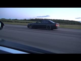 Bugatti Veyron 16.4 1001 HP vs BMW M5 E34 Turbo by(720P_HD).mp4