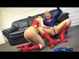 Pornomix / Supergirl Супергёрл vs Wonder Woman Чудо-женщина - squirt пародия Pussy Licking milf parody dc lesbians лесбиянки