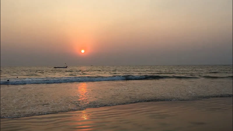 Закат на Morjim beach