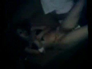 пьяная девка киске не хозяйка, малолетки засовывают бутылку и снимают на телефоны...