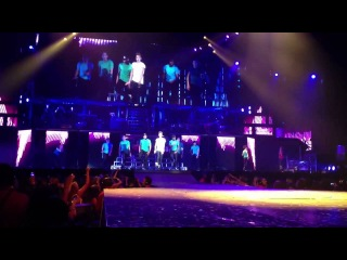 Justin Bieber - Beauty And A Beat (Believe Tour Los-Angeles 03/10/12)