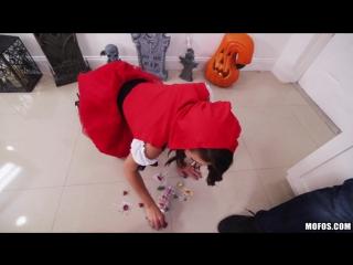 Kharlie Stone (Brunette Spinner Fucks on Halloween)