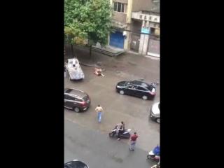 Злая и бешеная собака нападение на человека