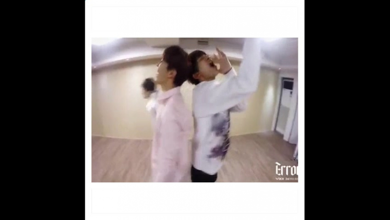 Wow did you saw ken dancing in the back?!😱👍😝 ken hongbin leo ravi n hyuk vixx starlight error funny thatmovetho