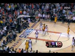 LeBron James Blocks Jason Richardson 360 Dunk Attempt