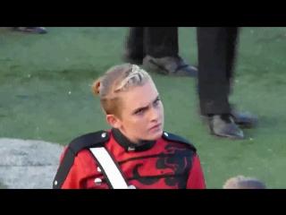 Девушка-музыкант, одержимая выступлением / A musician seems possessed during a performance