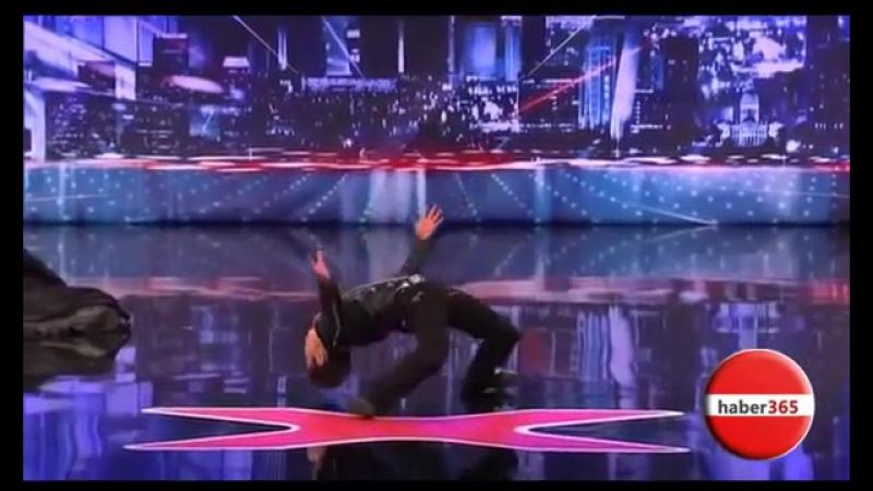 Çinli Dansçı Yetenek Yarışmasında - Yok böyle bisey
