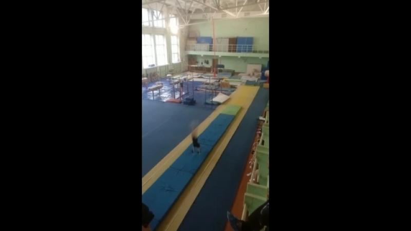 Сдача дочерью на 1 й юношеский по акробатике