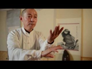 Китайский художник рисует порохом