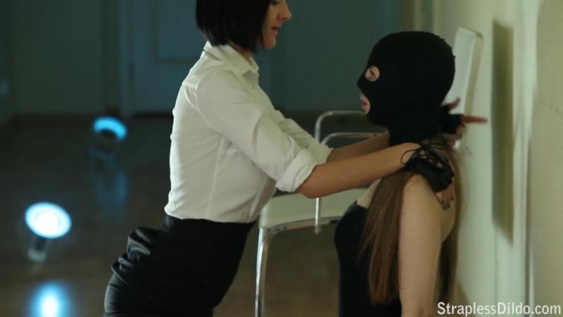 Госпожа насилует рабыню страпоном порно straplessdildo бдсм