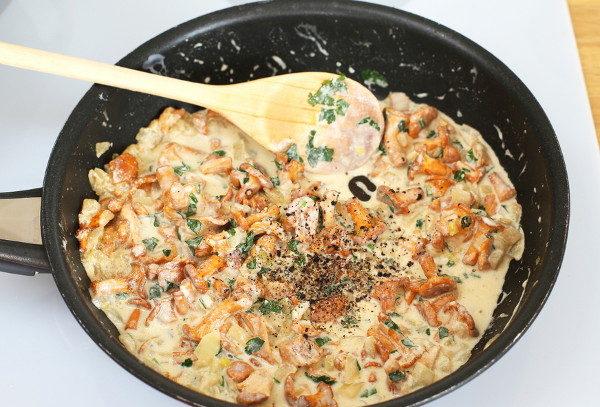 Макароны с лисичками в сливочном соусе, изображение №5
