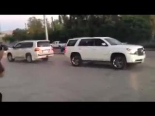 Toyota Land Cruiser vs Chevrolet Tahoe