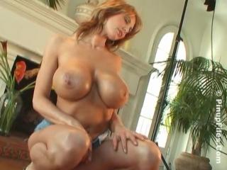 Brandy Robbins - Tight Pink Tee 2 - сочная пышка и ее большие натуральные сиськи, секс модель не порно