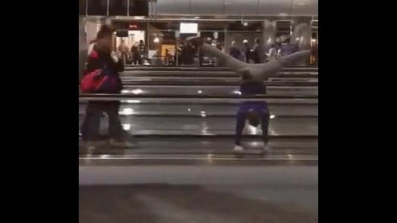 Видео когда третий час ждёшь посадку на свой рейс Video when you wait for the third hour to board your flight rjulf nhtnbq xfc