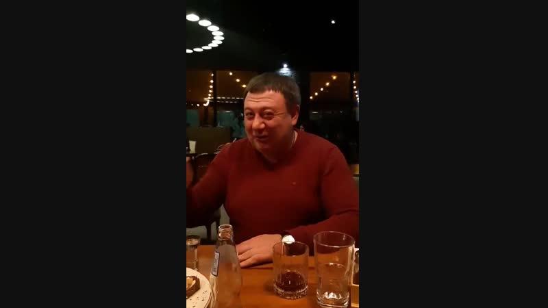Александр Радуцкий в баре