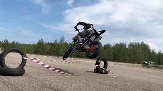 "StuntFreaksTeam on Instagram: ""😅😅 high jump 360! @arttustenberg is insane! #360 #ktm #supermoto #stoppie #vetoja #kangaroo #ubertape"""