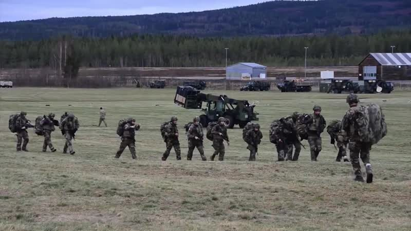 Trident Juncture 18, CH-47 Chinook Helicopter Cold Load Training B-Roll RENA LEIR AIRFIELD, NORWAY