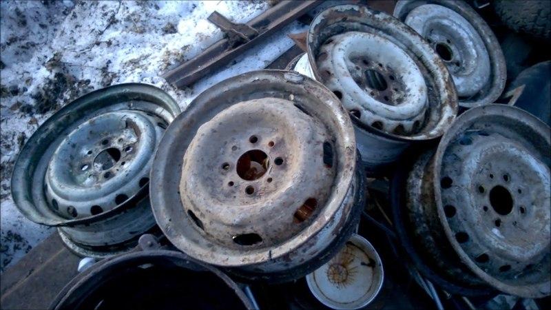 Быстрый способ разбортировать плохое колесо от жигулей на металл - распилить покрышку.