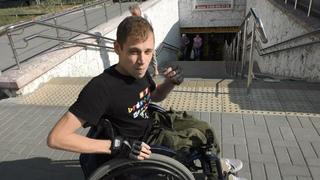 Инвалид Денис 1/8: Денис показал, как ломается коляска, и попросил сделать подъемники