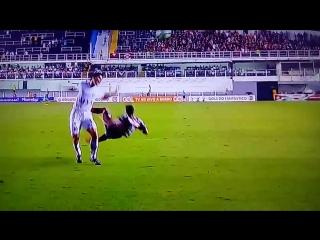 De pnalti, Carlos Snchez marcou o gol da vitria aos 51 minutos do segundo tempo em Santos 1x0 Atltico-PR