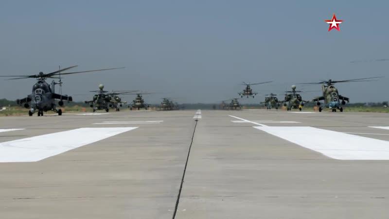 Кадры маневров ударной авиации с участием вертолетов Ми 35 Ми 28Н Ка 52 и Ми 8АМТШ