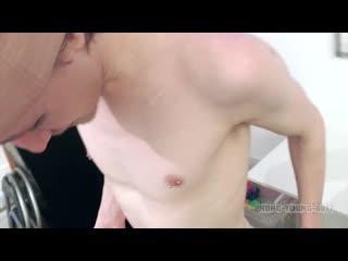 Hung young brit shy polish boy in baseball cap given huge load facial [720p]
