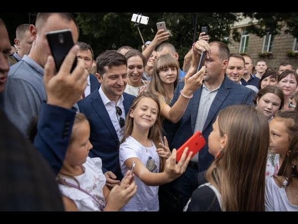 Громадськість Львова тепло зустріла президента Зеленського. Він прогулявся містом Лева. 06.07.19