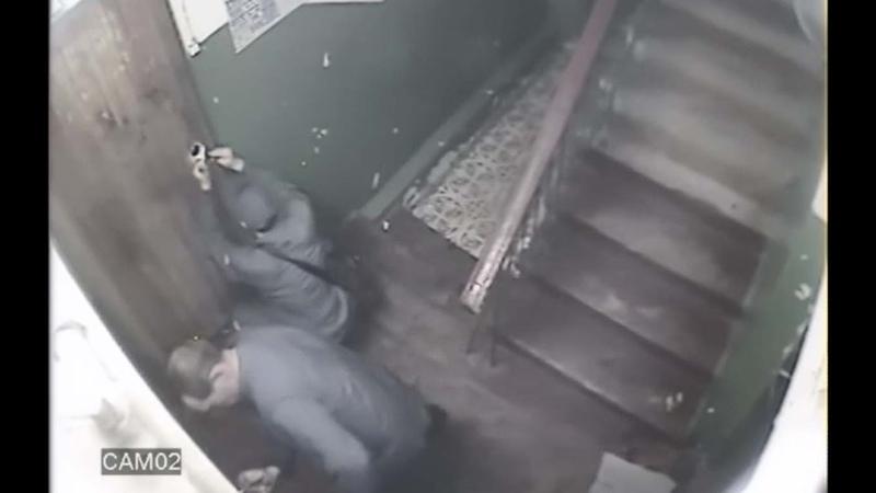 Как работают воры домушники Видео взлом двери ворами свертышем
