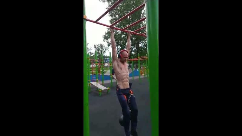 Подтягивания с весом 40 кг 13раз
