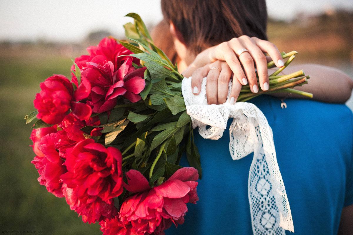 рады фото женская рука с цветами рацион