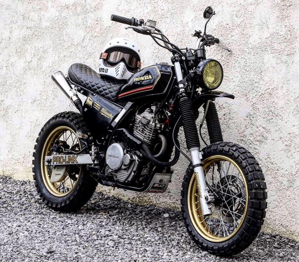 Городской скрэмблер Honda NX650 Dominator