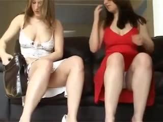 Мамки показывают что под юбкой (эротика со зрелыми женщинами, mature, milf, мамки, xxx)(hotmoms_18plus)