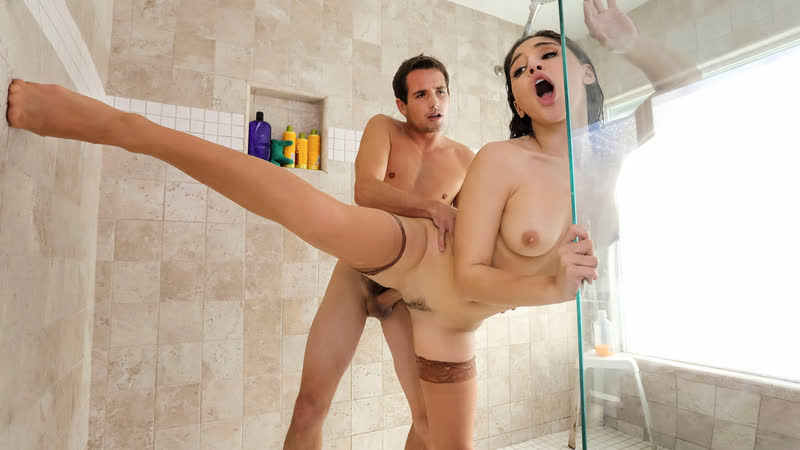 Abella Danger ( Shower Her With Stockings) секс