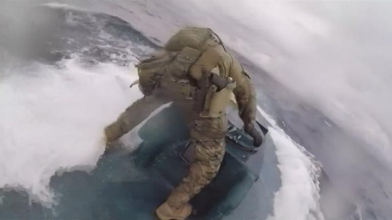 Spektakuläre Verfolgungsjagd im Ostpazifik Wenn ein Coastguard auf ein fahrendes U Boot springt