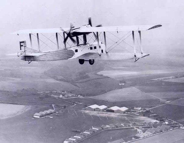 1 апреля 1915 года в разгар Первой Мировой войны над немецким лагерем появился французский самолёт и сбросил огромную бомбу